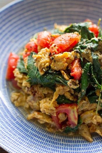 中華の人気メニュー、トマトと卵の炒め物に、モロヘイヤを入れたアイデアメニュー。栄養も色どりのバランスもいいですね。丼物にしてもおいしいそうですよ。