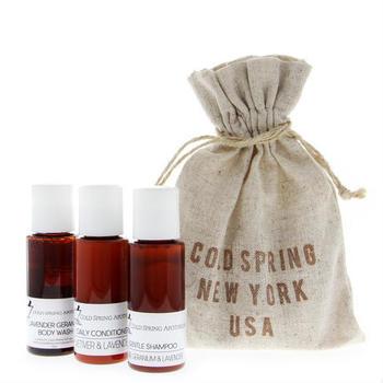 こちらはお試しにぴったりな、シャンプー・コンディショナー・ボディウォッシュがセットになった、トラベルキット。ラベンダーとゼラニウムの豊かな香りが、バスルームを包み込んでくれます。