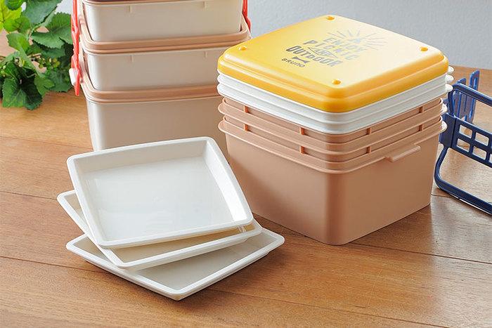 アウトドア弁当におすすめの3段ランチボックス。大容量で、使用後はすっきり収納できるので便利。しかも、取り皿付きです。ピクニックや運動会など、ひとつあるといろいろなシーンで役立つタイプですね。
