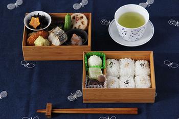 こちらは、積み重なる竹の模様が美しい、公長齋小菅の積層弁当箱。行楽弁当をアップグレードしてくれる、上質な大人のためのお弁当箱です。また、自宅でお重として食卓に出すのもおすすめ。いろいろな使い方が楽しめそうです。