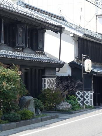 松本市内にある歴史的建築物をリノベーションしたレストラン「ヒカリヤ」。ニシとヒガシとあり、フレンチか和食かでわかれています。