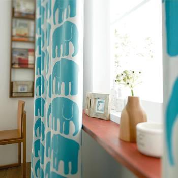 カーテンは常に視界に入るものですから、ずっと眺めていたくなるようなすてきなファブリックを選びたいもの。今回ご紹介した基礎知識や選び方、コーディネートのヒントをご参考に、お部屋にぴったりのカーテンを探してみてくださいね。