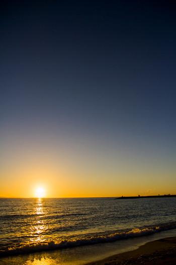豊崎美らSUNビーチは、夕陽の名所でもあります。水平線の彼方に沈んでゆく夕陽を眺めながら、のんびりと過ごしてみてはいかがでしょうか。