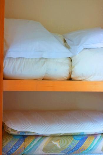 人は寝ている間にコップ1杯分の汗をかくと言われています。その大量の汗を吸い込んだ布団をしまう時には、少しでも風通しを良くすることが大切なんです。