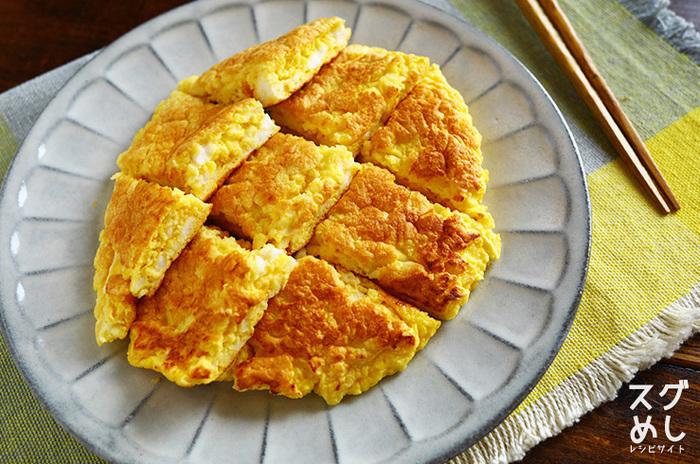 毎日卵焼きを入れているなら、いつもと違う卵焼きにチャレンジ。あとはいつもの食材でも気分を変えられます。はんぺんを入れることで、時間が経ってもふわふわが楽しめますよ。