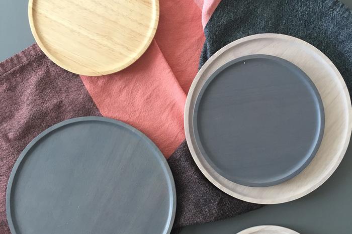 「ワンプレート」のベースとなるのは、シンプルなお皿や、プレートがおすすめ!プレートの上には複数のお料理を盛り付けるので、無地なものなら、それぞれのお料理をより引き立ててくれそうです。