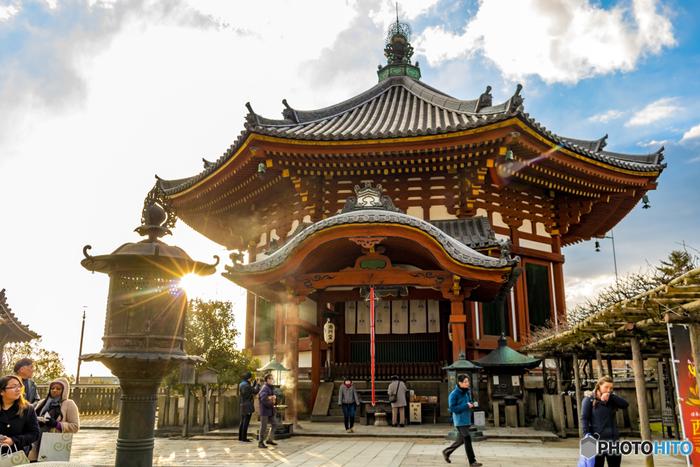 現在でも再建、そして整備計画が進められているため、興福寺はこれからもどんどん進化していくのです。 興福寺は近鉄奈良駅からは徒歩5分程度、JR奈良駅からも歩いて15分程度でアクセス良好!ぜひ進化をしていく興福寺に足を運んでみてくださいね。