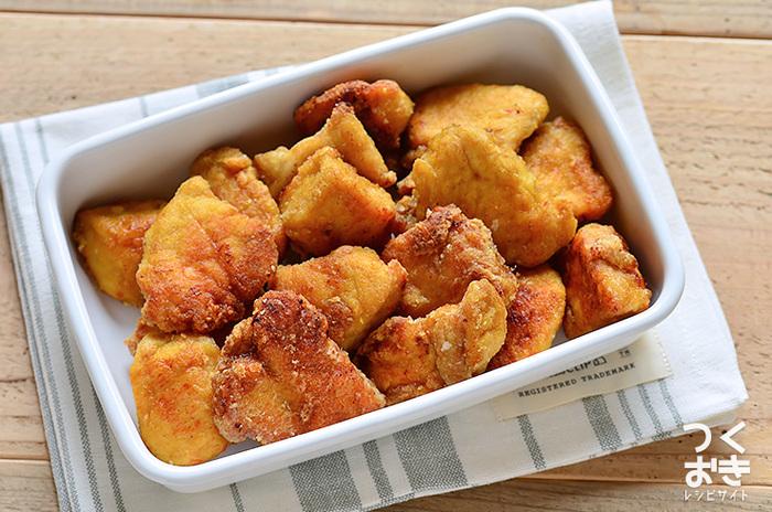 晩御飯が唐揚げという日には、ポリ袋に鶏肉+調味料+カレー粉を混ぜて冷蔵庫へ。一晩つけることで味もしっかりしみて朝は揚げ焼きするだけ、と一石二鳥ですね。
