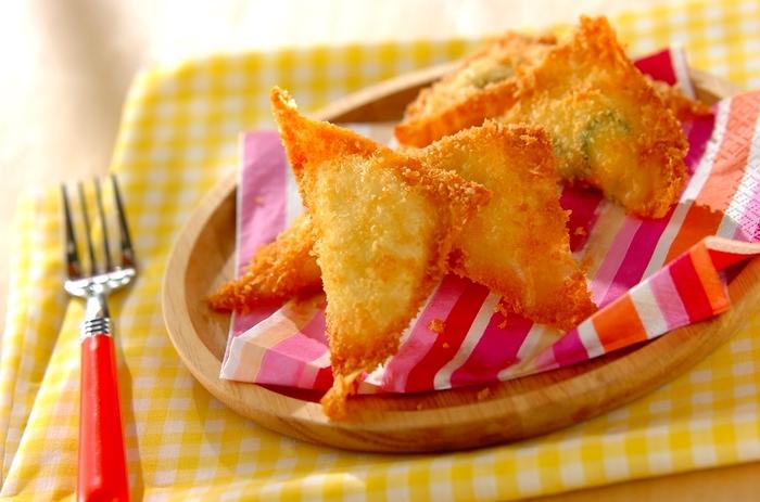 ポテトサラダに色々な具材が入っているから、チーズを加えることで更に味わいUP。春巻きの皮をくるくるまるめてスティック状にしても食べやすいですよ。
