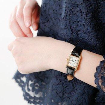 フランスで1847年に創業しジュエリーや時計で世界中の人々を魅了しているカルティエ。クラシカルなデザインは大人女性の腕元にしっくり馴染みます。『高嶺の花』ではありますが、一生モノの時計としていつかは手に入れたいと思っていらっしゃる方も多いのではないでしょうか。