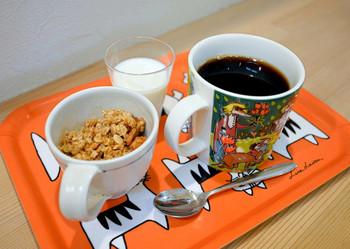 出されるコーヒーは可愛らしい食器とトレーに乗せられて。毎日のほっと一息のお手伝いをしてくれます。