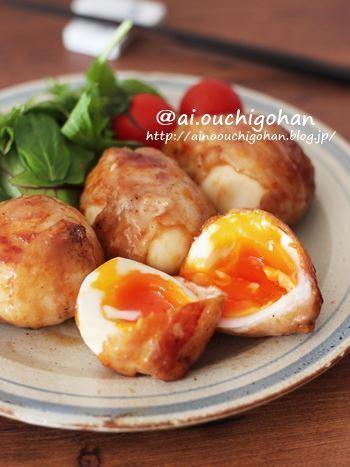豚バラの薄切り肉も、ゆで卵にくるっと巻くだけで簡単ボリュームUP!天丼の味付けに使うたれで、甘辛い味に仕上げます。7分茹でるという卵は、黄身の柔らかさが絶妙。いかにも食欲をそそる見栄えです。