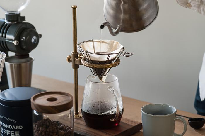 おいしいコーヒーを飲むためにイフニが考案したのが、ワイヤータイプのドリッパー。全方位からお湯が落ち、効率的に蒸らしやえぐみの無い抽出が行えます。
