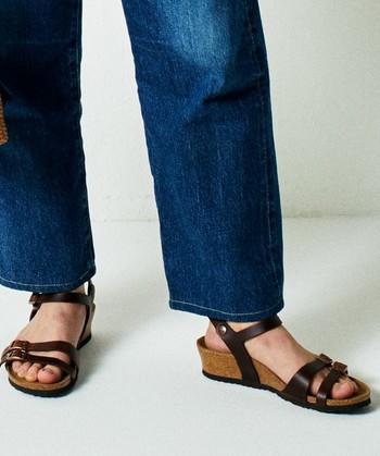 ソフトな足当たりのコルクフットベッドや安定感のあるウェッジソール、足をしっかりホールドするフロントストラップなど。多様な魅力を備えた新作モデル『ラナ』は、履けば履くほどに愛着が増していきそうです。