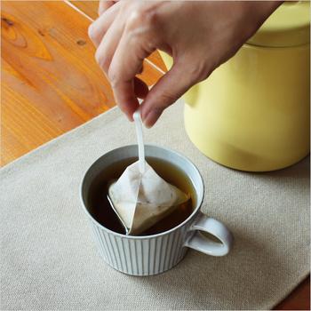 コーヒーバッグは紅茶のようにコップで簡単に抽出できるの優れもの。お湯を入れて3分で本格的なドリップコーヒーのように楽しめます。