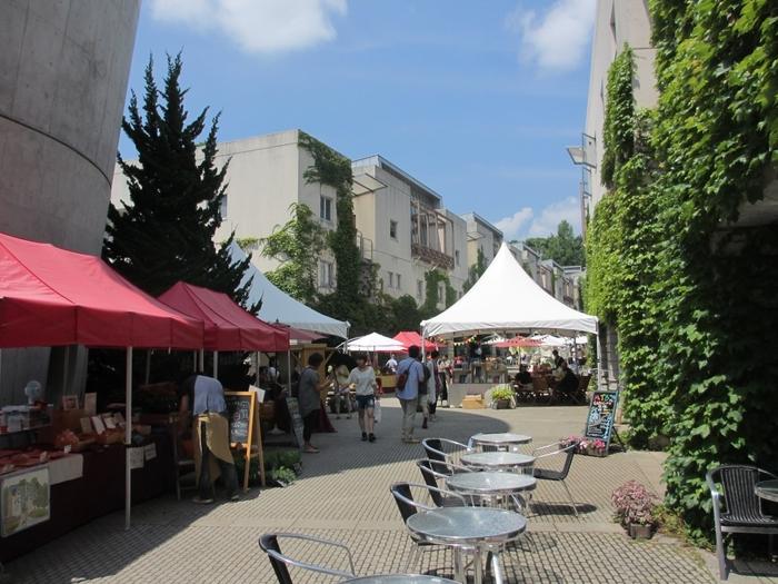 清里や小淵沢にも近いので、ショッピングを楽しむのもおすすめ。たとえば、リゾナーレ八ヶ岳のピーマン通りをのんびり歩くのも◎