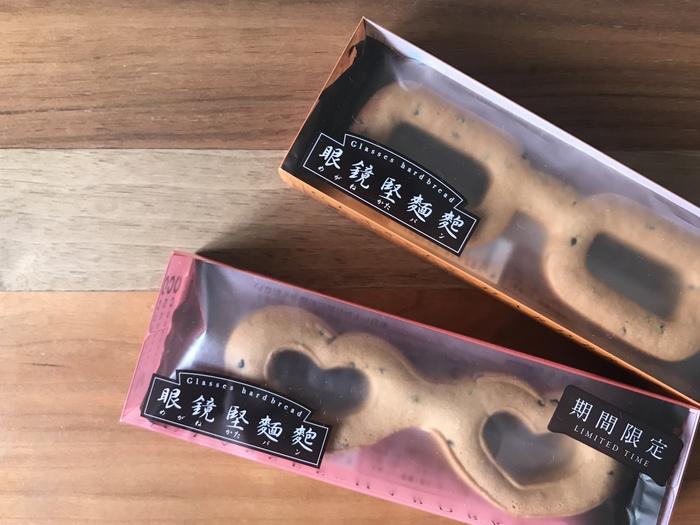 鯖江市の老舗パン店「ヨーロッパンキムラヤ」の名物、軍隊堅パンが眼鏡の形になった堅パン。見た目はクッキーのようですが、堅いのでゆっくり食べるのがおすすめです。期間限定の形もあるので、ぜひチェックしてみてくださいね。