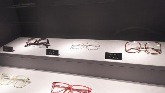 「めがねミュージアム」では、眼鏡の歴史や鯖江のめがね産業について学べるほか、昔の珍しい形の眼鏡や、めがね姿が印象的な著名人の眼鏡などを見ることができます。