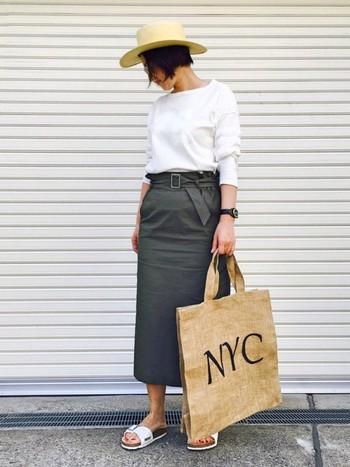 美しいシルエットのタイトスカートと、マドリッドの組合せが上品な雰囲気。シンプルな中にも女性らしさを感じる、おしゃれな着こなしですね。ナチュラル素材のハット&バッグが、コーディネートの絶妙なスパイスに。