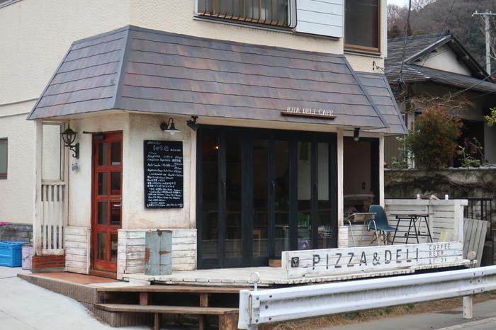 浄明寺のバス停前に2017年にオープンしたのがこちらの一軒家レストラン&デリ「iota DELI&CAFE」です。