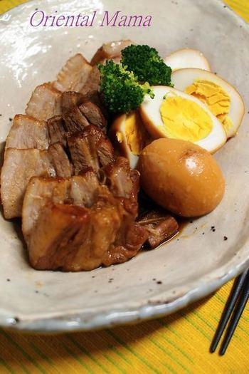 豚バラ煮は、黒酢を入れることでコクと旨みが加わります。玉子も一緒に煮ればボリュームたっぷりのおかずに。脂身もさっぱりといただけますよ。