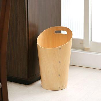 こちらは珍しい曲げべニヤで作られたゴミ箱。ゴミが入りやすいよう斜めにカットされたデザインで、リビングのテーブルやイスなどのインテリアにも合わせやすいのが嬉しいですよね。