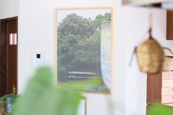 森の中に住んでいると錯覚してしまいそうな、幻想的な佇まいのポスター。外出できなくても眺めているだけでリフレッシュできそう。 ▷Fine Little Day(ファインリトルデイ)ポスター