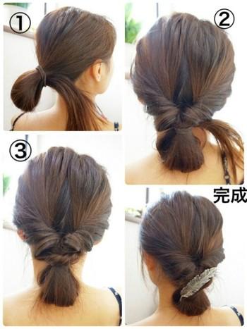 お団子をくるりんぱして、毛先を入れ込むだけのお手軽アレンジです。トップはうねりを活かしてふんわりと、髪はしっかりめのダウンスタイルにすることで、髪の広がりをオシャレに防ぐことができます◎
