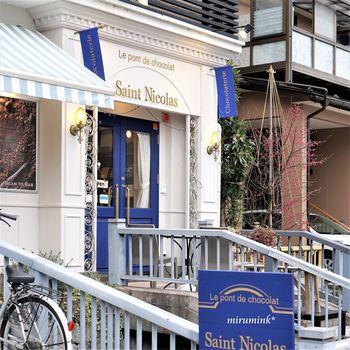 金沢屈指の人気ショコラトリー。オーナーはベルギー王室御用達「ピエール・マルコリーニ」本店のオープニングスタッフに招聘された経歴を持つ実力者です。