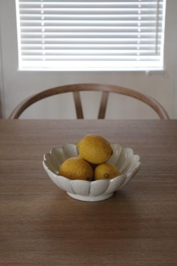 美味しいフルーツがいっぱいの夏は、食べたいフルーツもたくさん!旬のフルーツは、こんなふうにお気に入りのお皿に盛り付けて、食べるまではインテリアのように飾っておくのも素敵♪