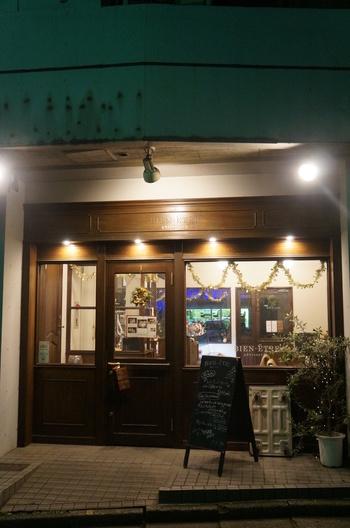 代々木上原駅から歩いて約4分の場所にある「ビヤンネートル」は、月替わりのパフェが人気のお店。見た目の美しさはもちろん、その計算された美味しさのトリコになる人が続出しています。