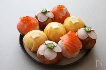 見た目も華やかで、食べやすい「手まり寿司」を七夕パーティーにぴったり。錦糸卵のお寿司を作れば、あとはご自宅にある食材をつかってお好みでアレンジしてみてくださいね。ここでも星型のオクラが大活躍してくれます。