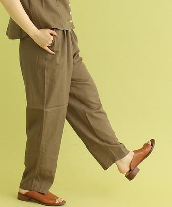 イージーパンツはゆったり履ける楽ちんアイテムですが、着こなし次第でおしゃれ度は大きく変化します。ぜひ「ラフなのにオシャレなコーデ」を目指して、イージーパンツを色々なテイストのスタイリングで楽しんでみてくださいね。