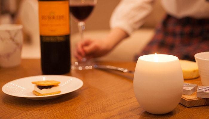 ワインや食事を楽しむときに、テーブルに置いてリラックスタイムを演出。いつもより上質な時間を作り出してくれそうです。