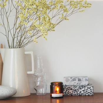 ビンの形になっているから持ち運びしやすく、玄関やベッドサイド、リビングなどさまざまな場所で香りを楽しめます。