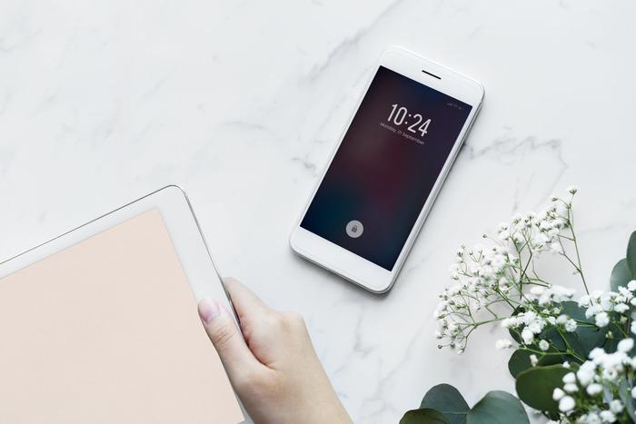 携帯のアラーム機能も、時間を守りたい時の強い味方になってくれます。目覚ましとして使うのはもちろん、例えば家を出る5分前、取引先へ向かうために会社を出る時間など、時間を厳守したいシーンでどんどん活用してみましょう。