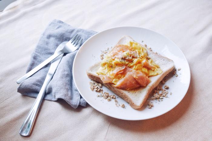 例えば、遅刻しそうな朝は食事を抜いてしまうことも多いのではないでしょうか?でも、朝食は一日の始まりに必要なエネルギーの源。時間に余裕が出来たら、いつもより丁寧に食事を摂りましょう。午前中をもっと活動的に過ごせますよ。