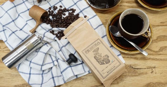 新鮮な豆を選び、焙煎から販売まで手掛けるイフニロースティング&コー。豆の販売の他に、オリジナルのコーヒー器具の販売も行っています。