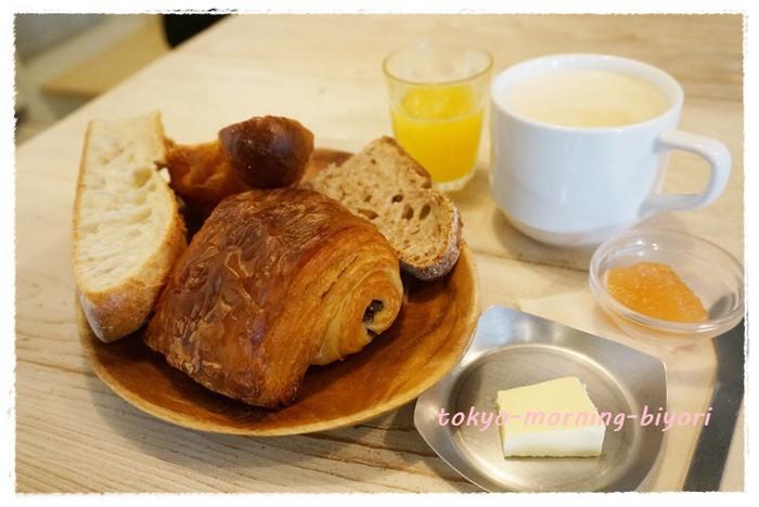 人気の「パン・オ・ショコラ」は、パリパリのクロワッサン生地に、中はジュワッとリッチなバター感とたっぷりのチョコレート。朝は7:30から開店していてモーニングメニューもあるので、優雅な朝ごはんにもぴったりです!