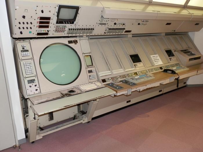 実際に使われていた管制装置の展示や、航空機の操縦体験ができるフライトシミュレータなど、大人も子どもも楽しめる内容になっています。