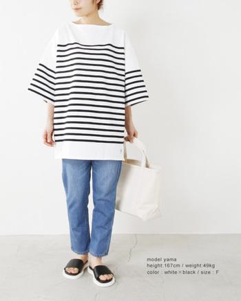 夏の王道とも言えるマリンルック。ビッグなボーダーTシャツなら、人とは違う個性派スタイルが叶います。工夫されたピッチの配分にもご注目♪