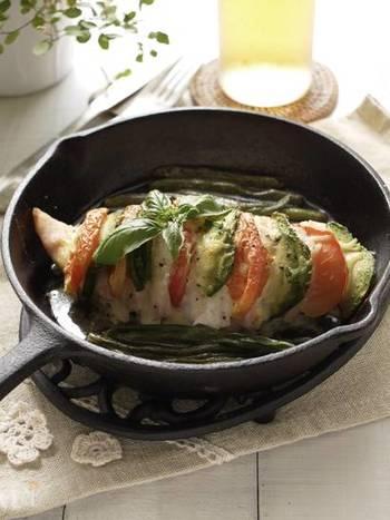 今回はスキレットを中心にご紹介しましたが、オーブンを使うもの以外はスキレットを持っていなくてもフライパンで十分美味しく作れるレシピばかりです。シンプル調理のアウトドアクッキングをおうちでも取り入れて、お料理作りをもっと手軽に楽しみましょう。