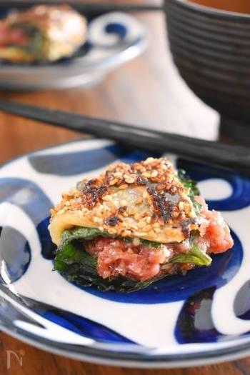 新鮮な鯵に梅と紫蘇を挟み込んで焼き上げた、和のおつまみです。白いご飯にも合うので、夜ご飯のメインにもいいですね。しっかりと焼き目を付けていただきましょう。