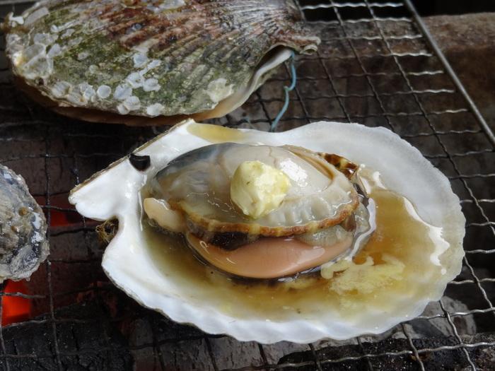季節によって海鮮は変わりますが、ホタテやサザエ、エビなど、様々な海鮮が揃っているので、牡蠣が苦手な方でも安心です◎