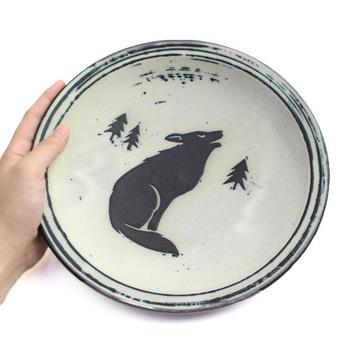 シチューボウルや小皿、深皿など器の種類も様々。たくさんの動物たちからセレクトできるから、食卓がまるで動物園のようにワクワクしたものになりそう!