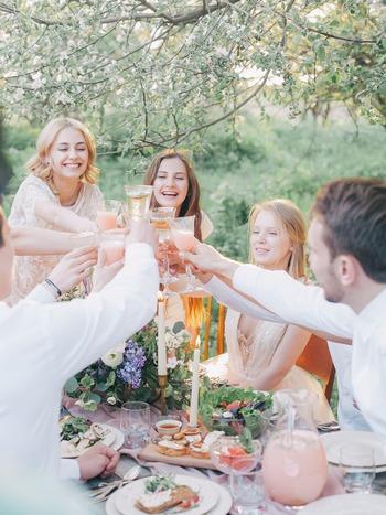 出張時や、やむをえない状況の時以外、スペインの人たちが1人で外食に出かけることはまずありません。個々の性格や趣味によって自分1人の時間が好きという人はいても、食事だけは誰かと一緒。「1人で食べるなんて孤独で寂しい」と考えている人がほとんどです。 時間とおいしさを共有し、常に誰かとコミュニケーションをはかっていることが、安心感や幸せに繋がっているのではないでしょうか。