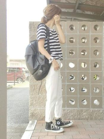 ホワイトデニムのカジュアルコーデはブルーデニムよりも軽さのある着こなしになるのがポイント。どんなトップスを合わせても爽やかで涼し気な印象に仕上がります。