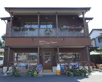 ベルグフェルドのちょうど斜め向かいに位置するのが「モン・ペシェ・ミニョン」。日本にフランスパンを伝えたと言われている有名な「ビゴ東京」の姉妹店なんです。
