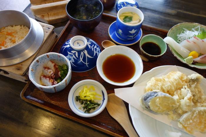 天ぷら、釜飯、お刺身のついたボリューム満点の漁火セット。男性でもかなりお腹いっぱいになりそうですね。