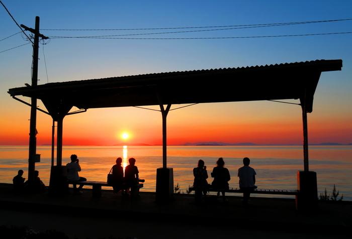 一度は訪れてみたい絶景スポット「下灘駅」をご紹介しました。海と空が描き出す美しすぎる風景は、見る人の心を癒し、さらに豊かなものにしてくれることでしょう。